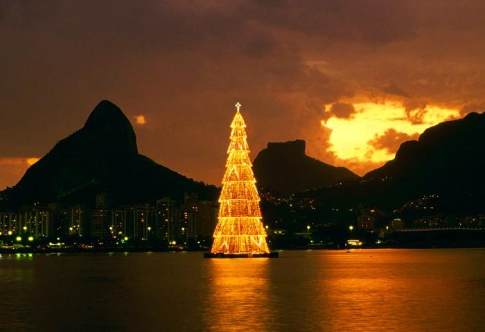 Самая большая новогодняя елка в Рио-Де-Жанейро
