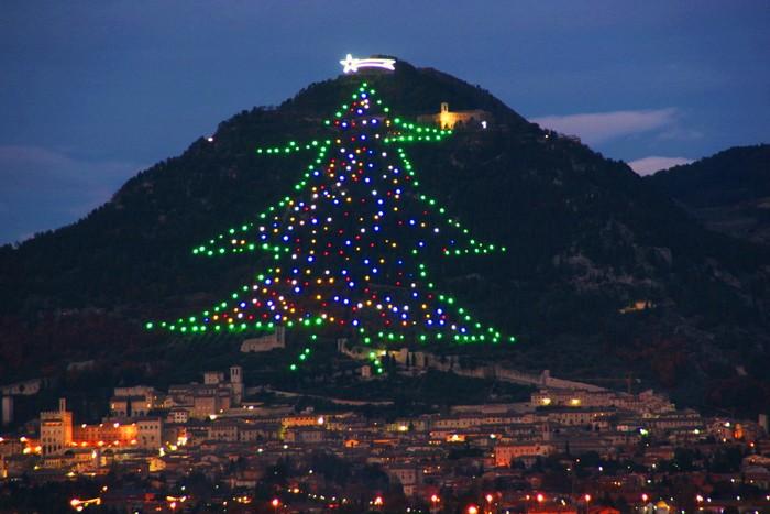 Самая большая новогодняя елка в Италии