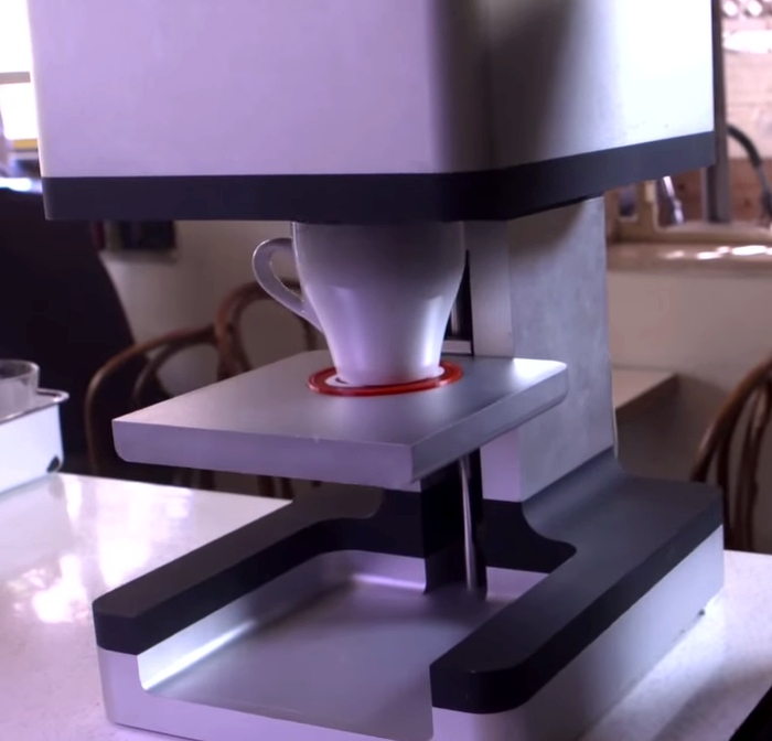 Принтер печатающий на пенке капучино