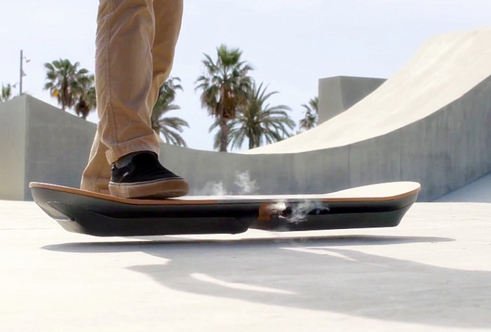 Lexus Hoverboard - скейт парящий в воздухе