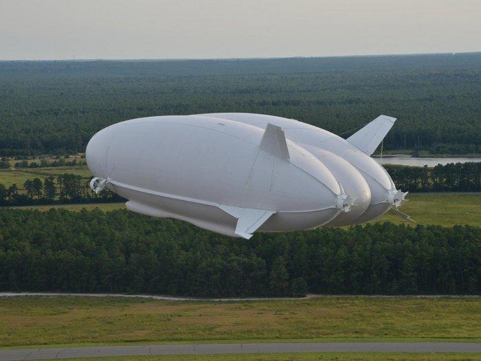 Airlander 10 - самый большой летательный аппарат в мире