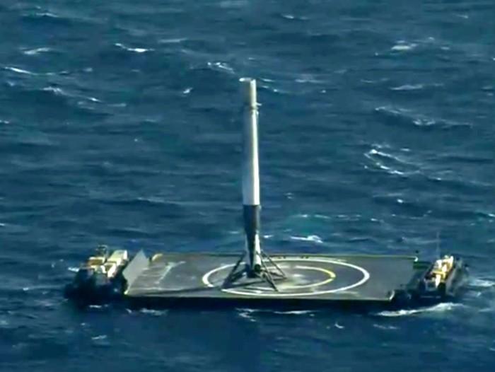 Falcon 9 успешно  сел на плавучую платформу в океане