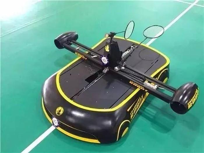 Robomintoner - робот-бадминтонист