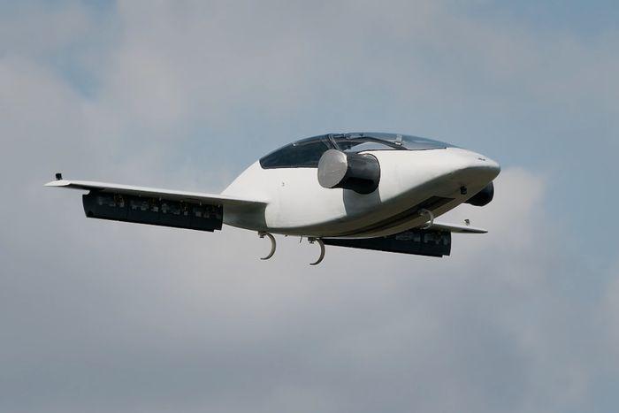 Летающий электромобиль Lilium Jet станет пятиместным