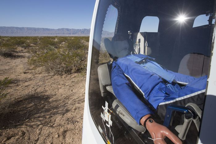 Будущее космического туризма глазами манекена - новое испытание Blue Origin