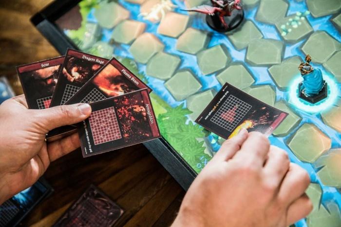 PlayTable – игровая консоль для настольных игр
