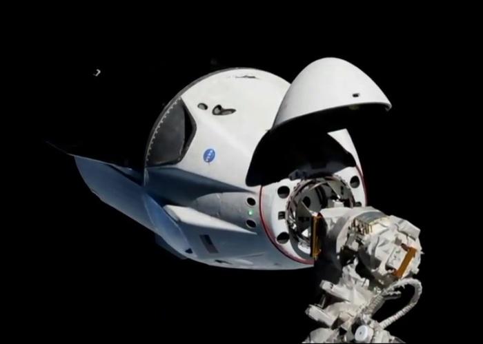 Новейший Crew Dragon частной компании SpaceX произвел стыковку с МКС