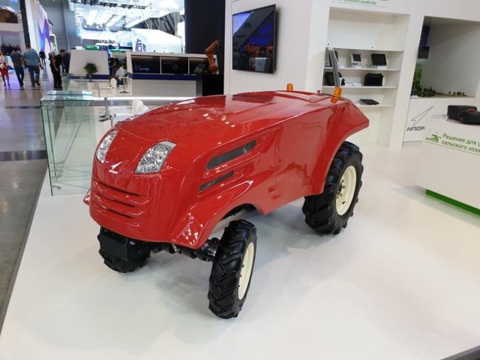Беспилотный трактор на выставке «Иннопром» в Екатеринбурге