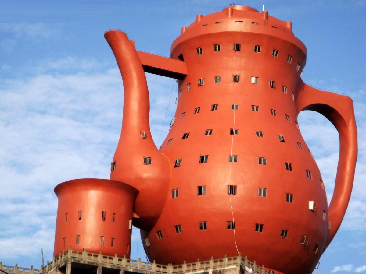 Музей чая в Мейтане - крупнейший памятник чайнику