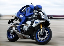 Motobot  - андроид-пилот гоночного байка