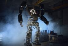 Method-1 - гигантский робот-экзоскелет с оператором внутри