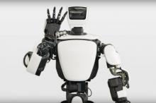 Гуманоидный робот, в точности повторяющий движения человека
