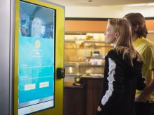 Терминал самообслуживания с функцией распознавания лиц клиентов