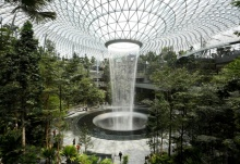 Водопад под крышей аэропорта Jewel Changi