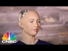 Embedded thumbnail for Робот София дает интервью